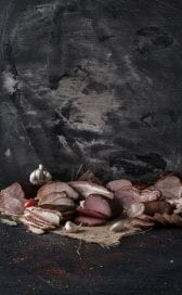 """Pachetu' din Moldova"" – cu carne, cozonac si cascaval"