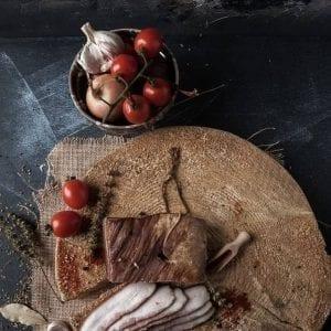 Sunca de mangalita afumata Produs traditional din carne de porc mangalita Produse traditionale romanesti #autenticro.eu 1